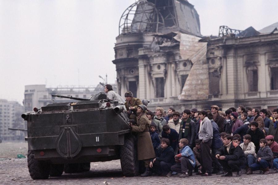 Revoluție, Piața Palatului