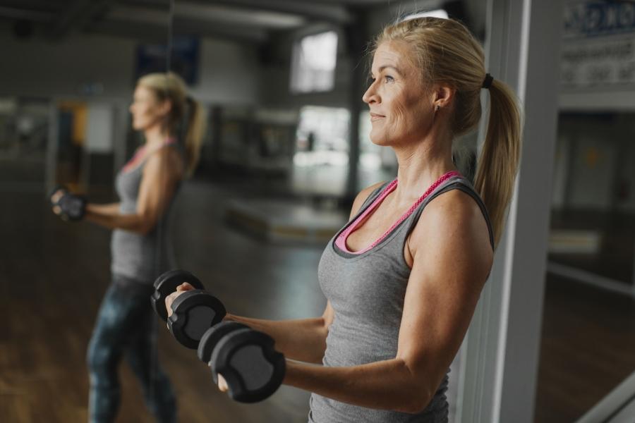 Femeie în sala de sport