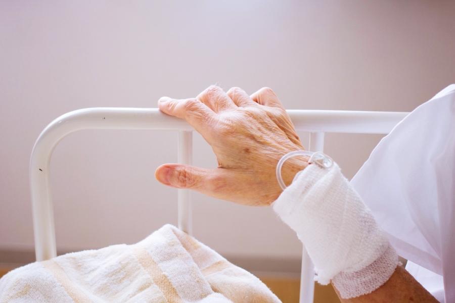 Mâna unei bătrâne