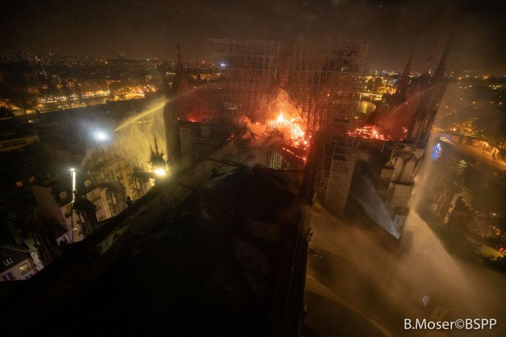 Catedrala Notre Dame din Paris - incendiu-