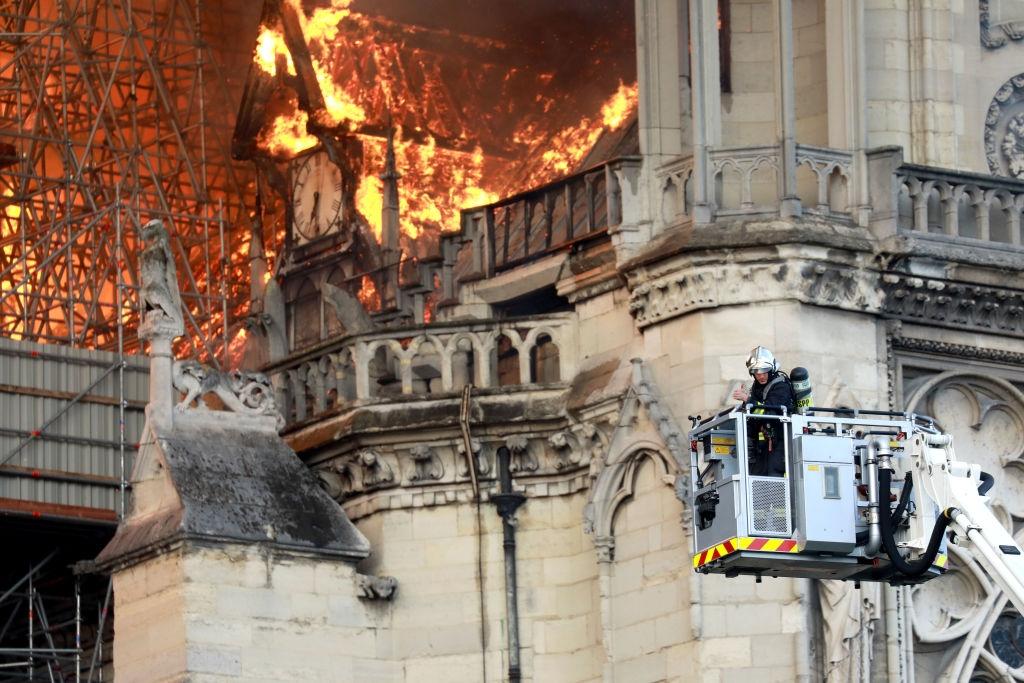 Catedrala Notre Dame din Paris - incendiu