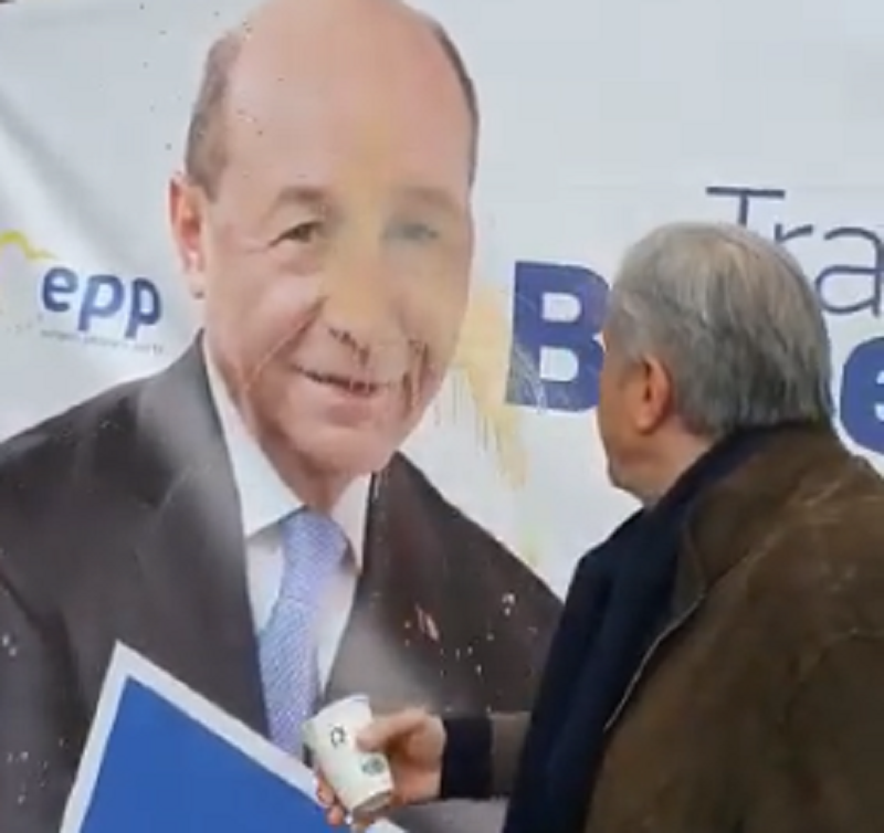 Ilie Nastase - Traian Basescu - afis