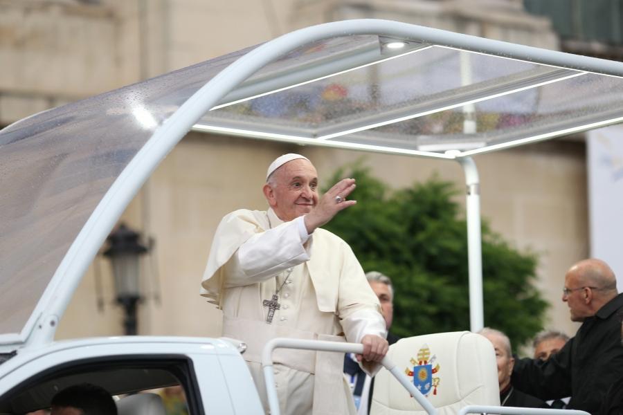 Papa Francisc, Piața George Enescu