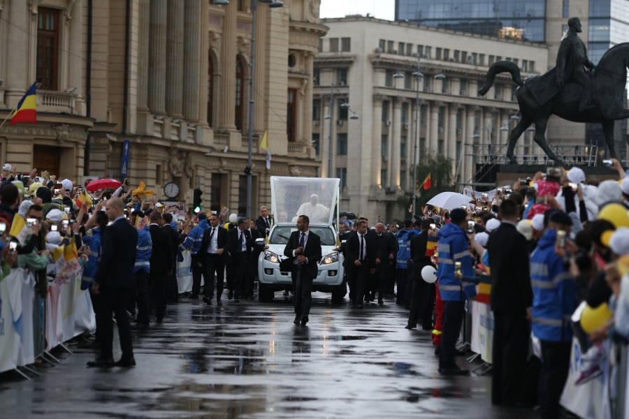 Papa Francisc, Piața Enescu