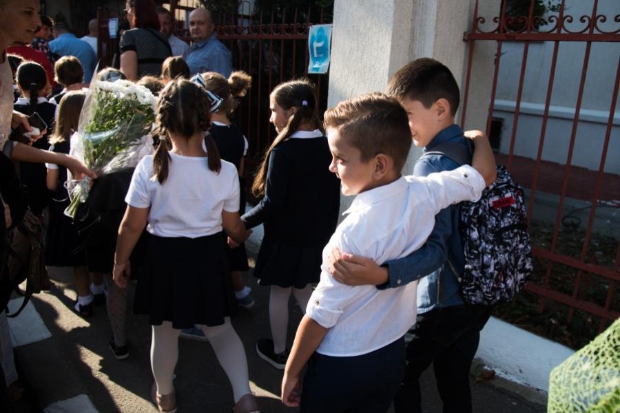 Elevi la începutul școlii