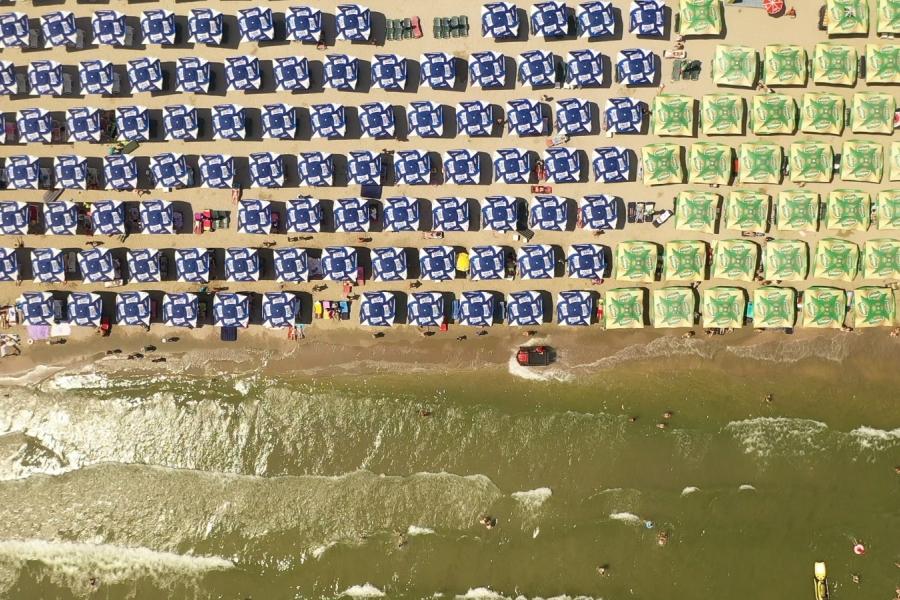 Șezlonguri în apă la Marea Neagră