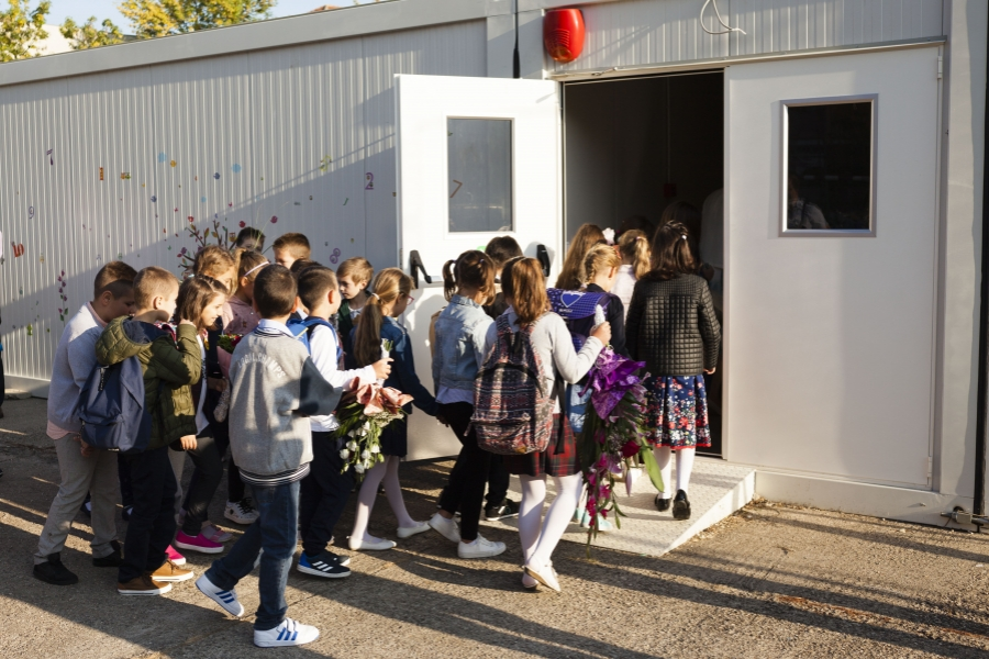 elevi - scoala - container - Foto Inquam Photos / Cornel Putan