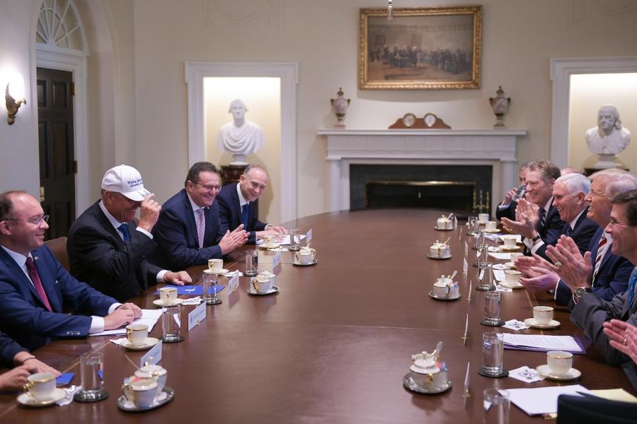 Trump - Iohannis șapcă