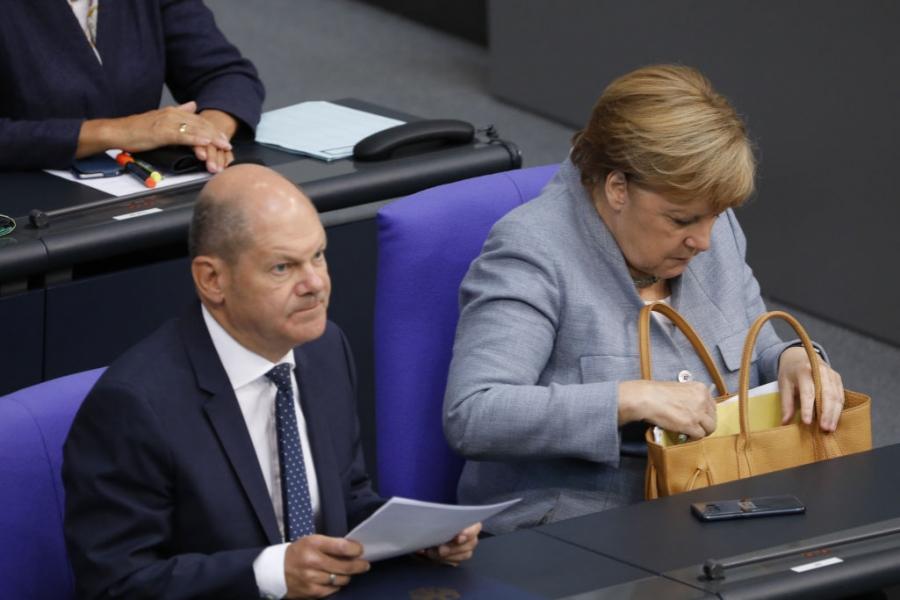 Olaf Scholz și Angela Merkel
