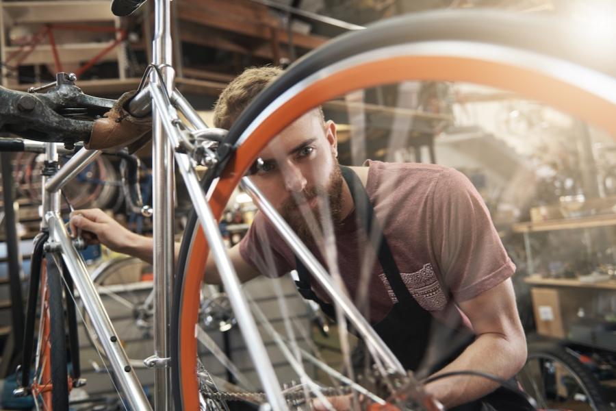 Hipster cu bicicletă
