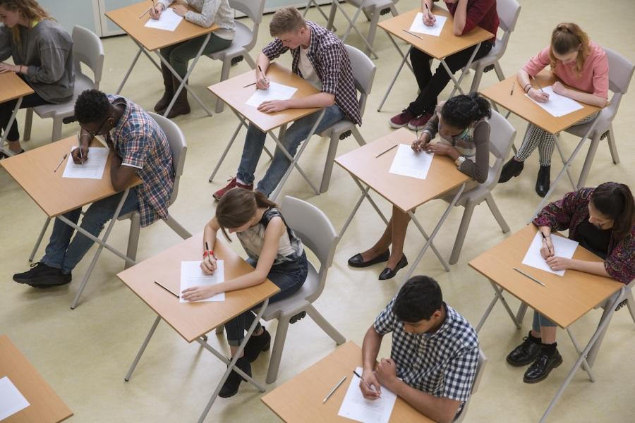 Elevi test UK