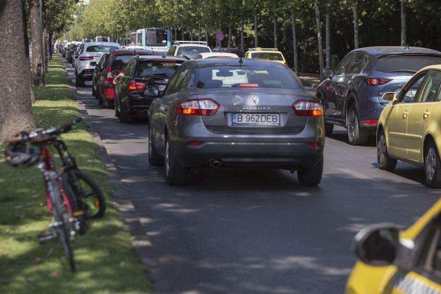 Bicicletă și mașini