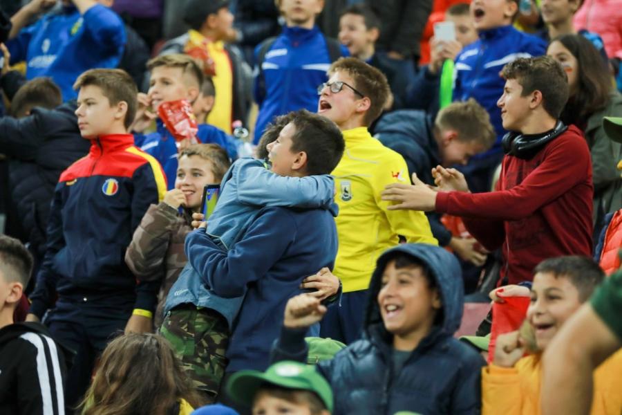 Fotbal, copii în tribune