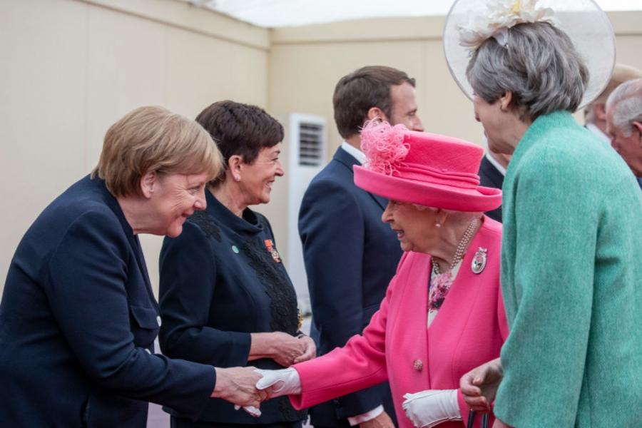 Angela Merkel - regina Elisabeta II a Marii Britanii