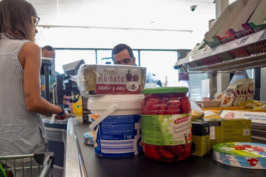 supermarket cumparaturi