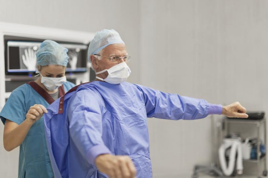Medic înainte de operație