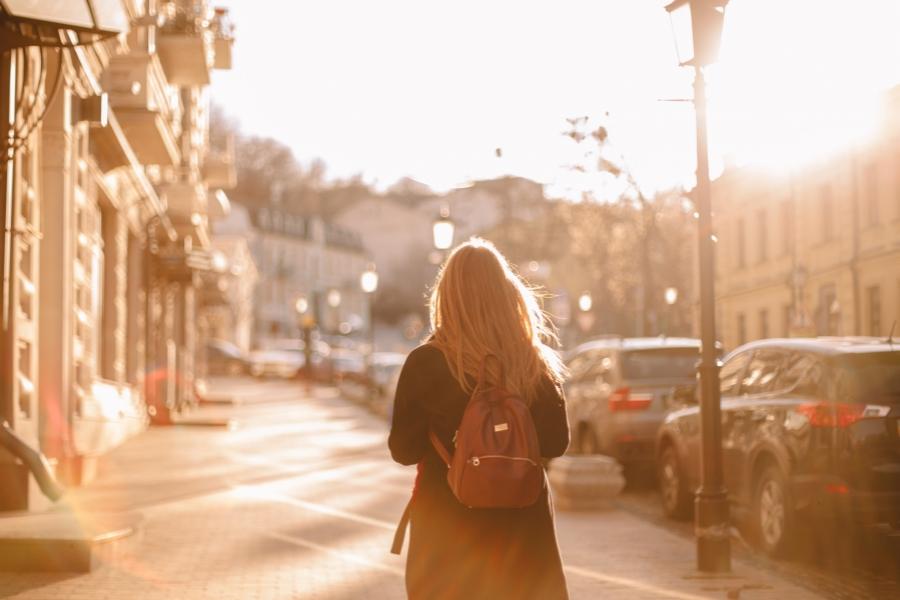 Femeie în oraș - Getty