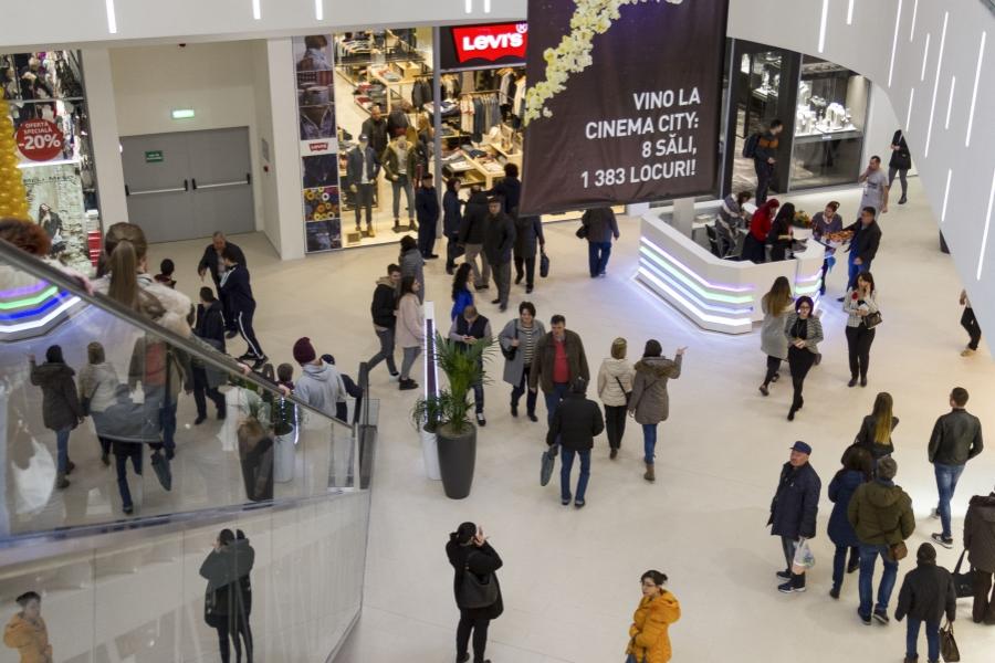 Oameni în mall