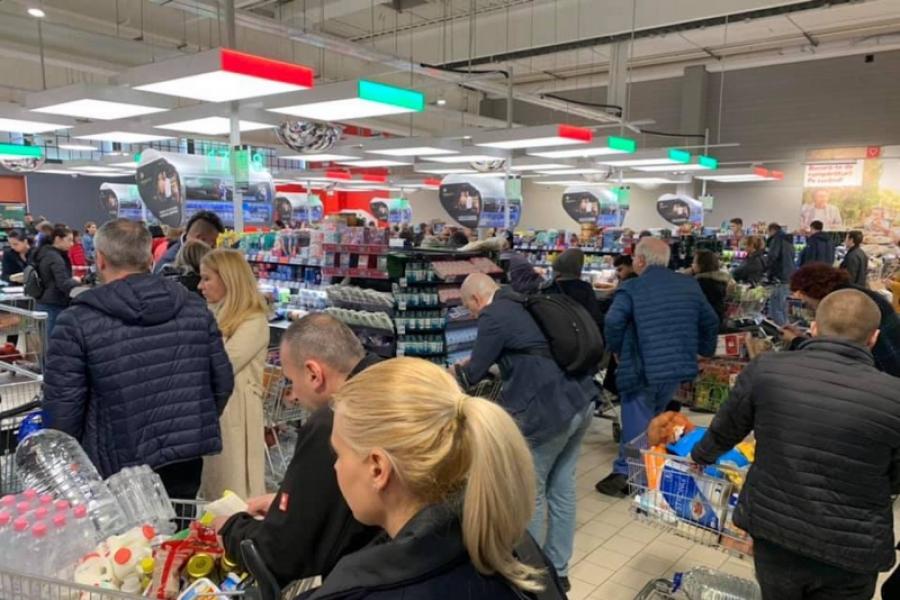 Supermarket, cozi, coronavirus