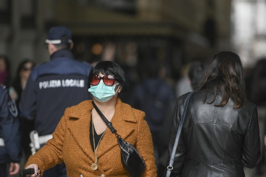 oameni pe strada - Foto Inquam Photos / Alberto Groşescu