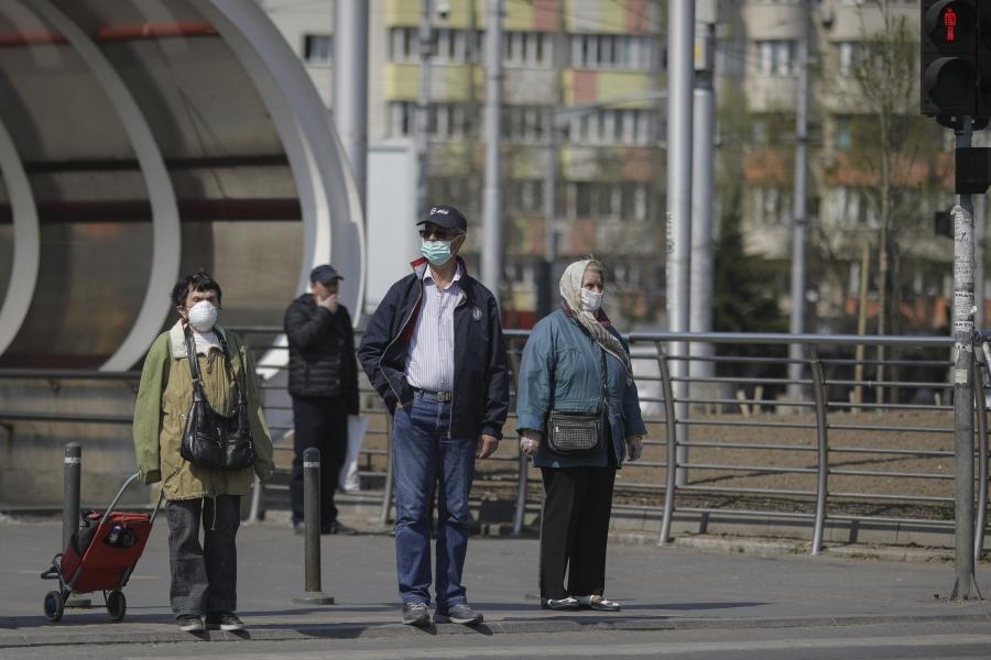 oameni pe strada - covid - (Foto Inquam Photos / Octav Ganea)