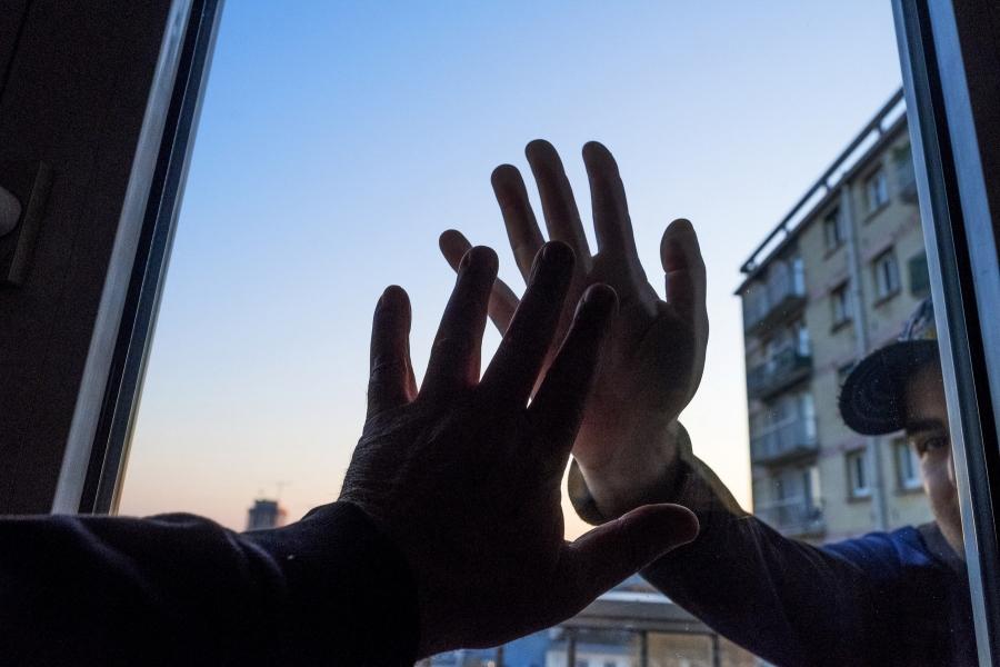 Strângeri interzise de mână
