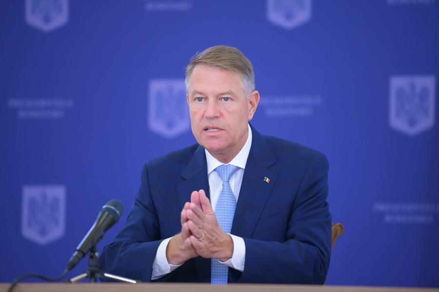 Klaus Iohannis - maini impreunate - Foto presidency.ro