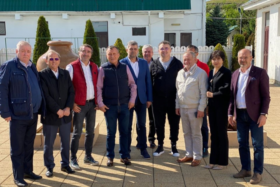 Marcel Ciolacu - Vasile Buzatu - PSD - grup fara masca - Foto Facebook Marcel Ciolacu