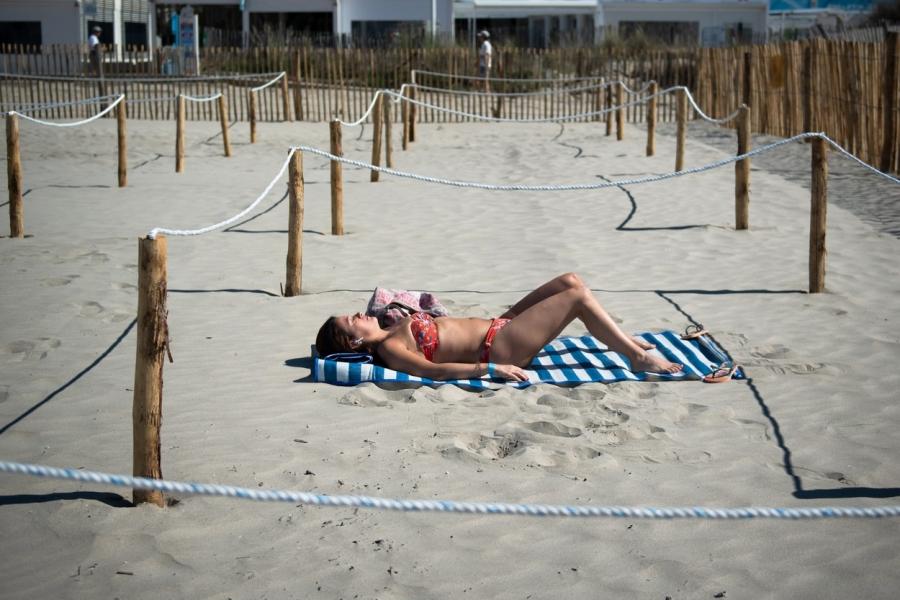 Plaja in vreme de covid - CLEMENT MAHOUDEAU / AFP / Profimedia