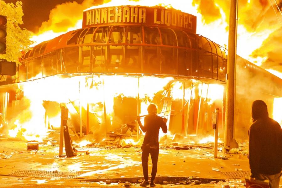 Minneapolis în flăcări