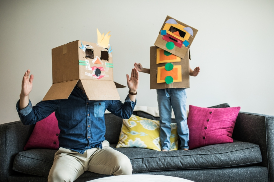 Părinte și copil costumați