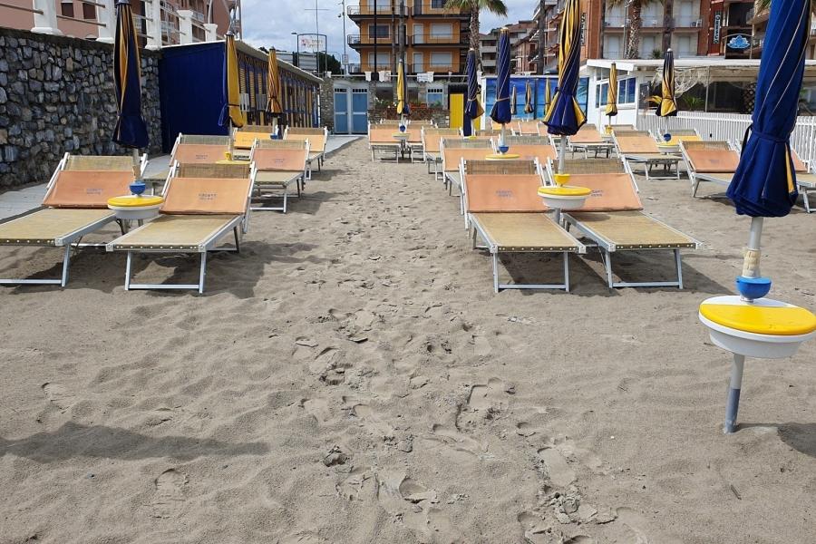 litoral - plaja - Foto Marco Gafarelli / Backgrid UK / Profimedia)