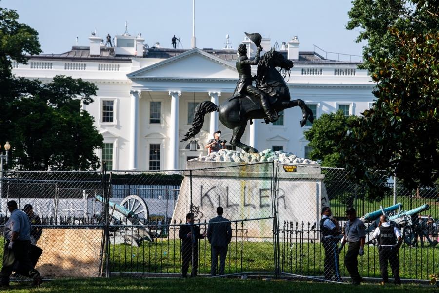 statuie vandalizata - KEVIN DIETSCH / UPI / Profimedia