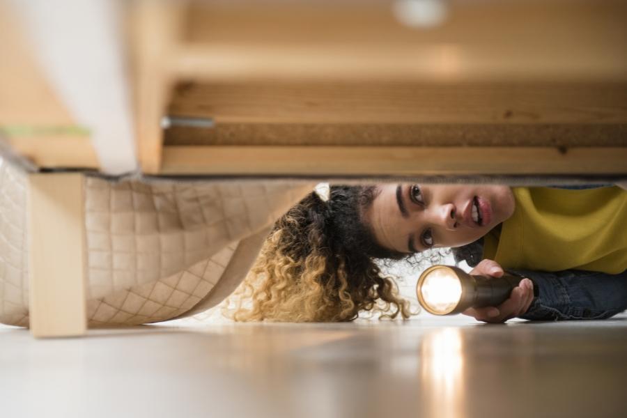femeie - cauta - Foto Guliver/Getty Images