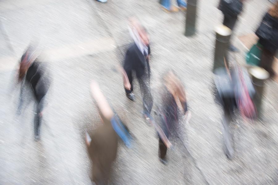 oameni pe strada - Foto Ditto / ImageSource / Profimedia