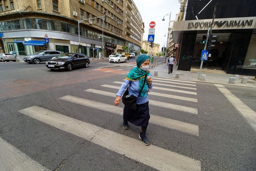 femeie pe strada - Bucuresti - Foto lcv / Alamy / Alamy / Profimedia)