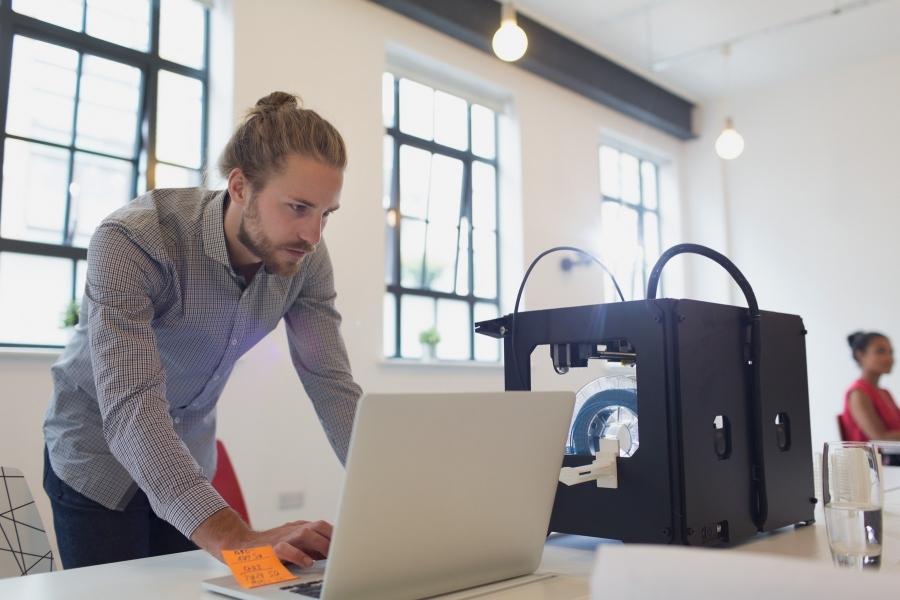 laptop - angajat - Foto Sam Edwards / Caia Image / Profimedia)