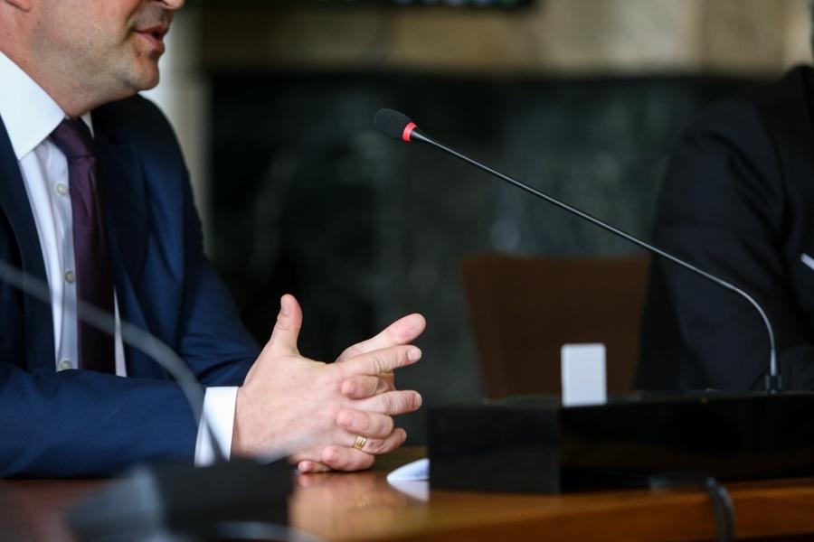 politician - costum - Foto MoiraM / Alamy / Alamy / Profimedia)