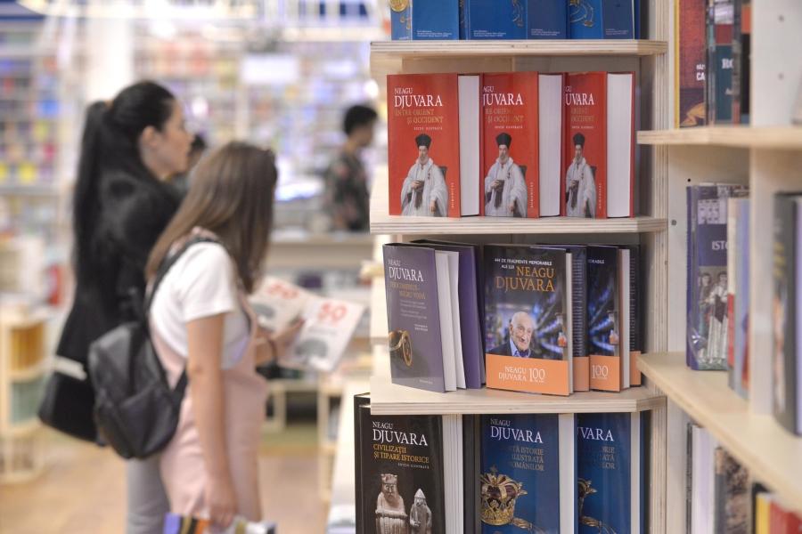 Cărți în librărie
