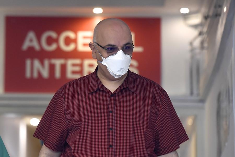 Raed Arafat cu mască