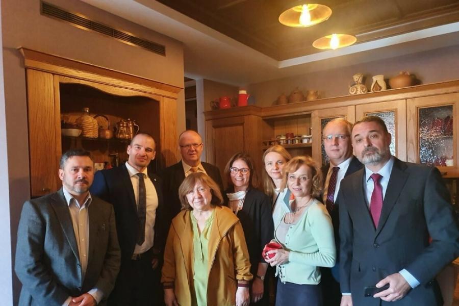 Diplomații străini la locuința Svetlanei Alexievici