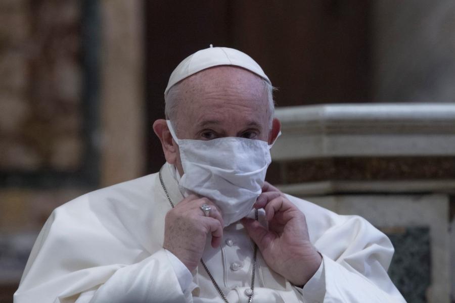 Papa Francisc cu mască
