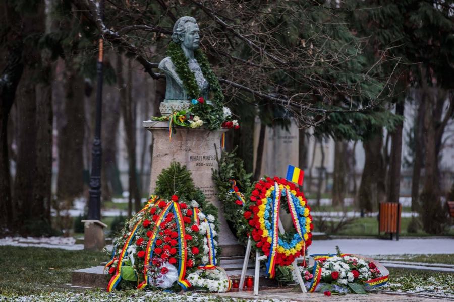 Mihai Eminescu statuie