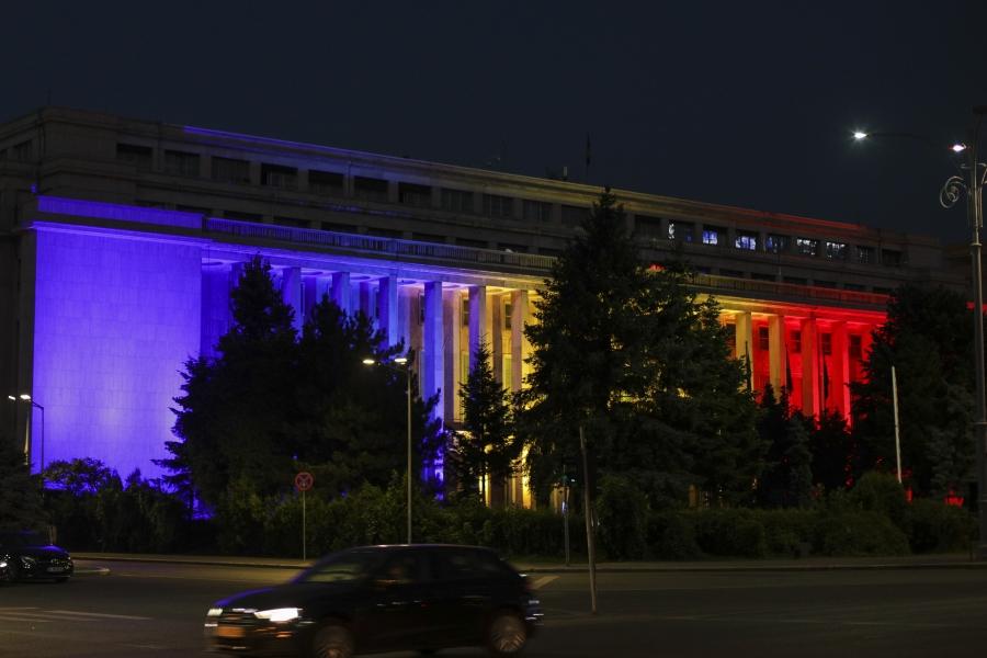 Clădirea Guvernului iluminată