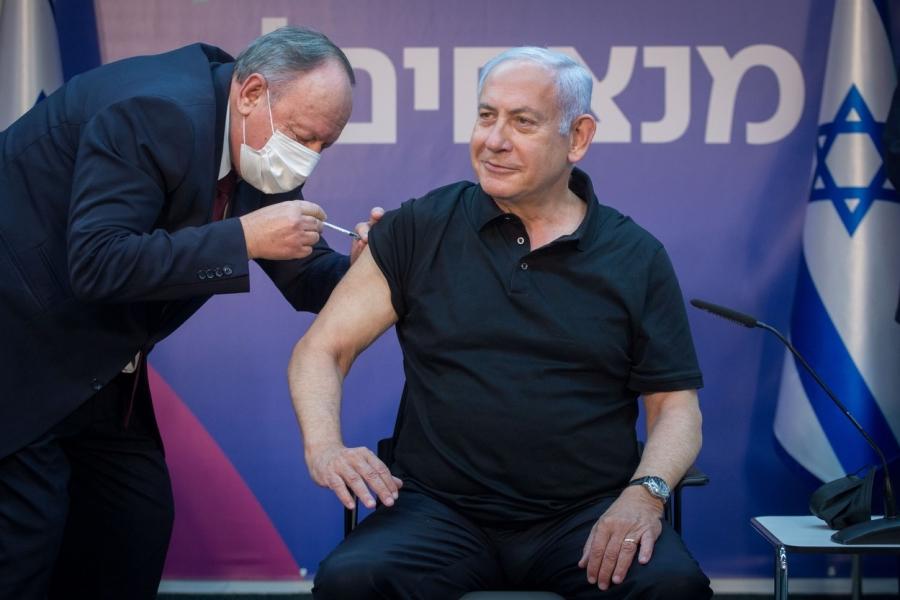 Herman Berkovits administrându-i vaccin lui BeniaminNetaniahu