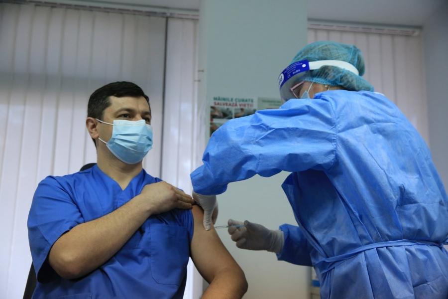 Primul vaccin în Republica Moldova