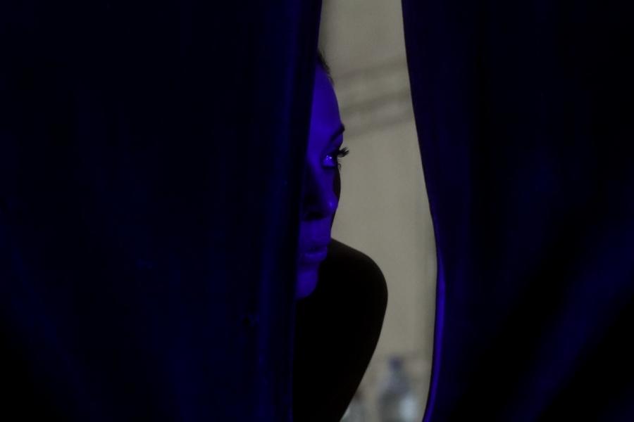 Femeie cortină