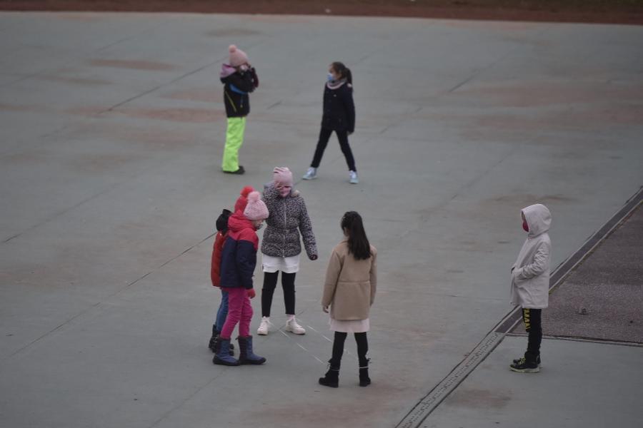 scoala - copii - Foto: Inquam Photos / Alex Nicodim )