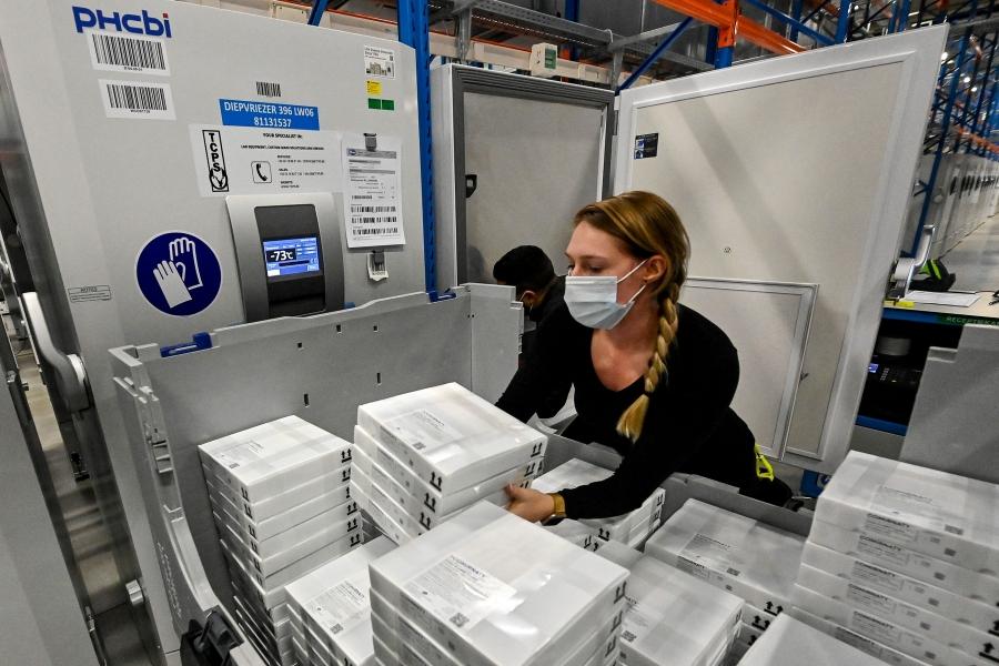 angajata - pandemie - Foto: Dirk Waem/ AFP / Profimedia