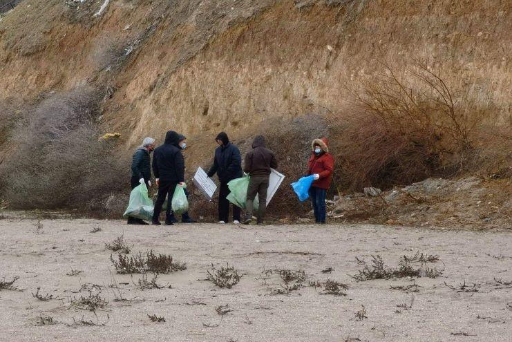 Curățenie pe plajă